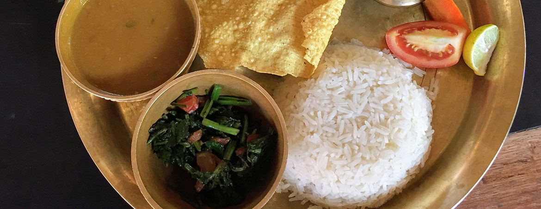 plato de dal bhat nepalí
