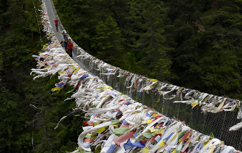 El largo y alto puente colgante tibetano, Edmund Hillary. Cruzarlo es toda una aventura.Foto Edu Lalanda
