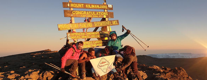 Grupo de Malamalama Travels en el Uhuru Peak, el pico principal del Kilimanjaro