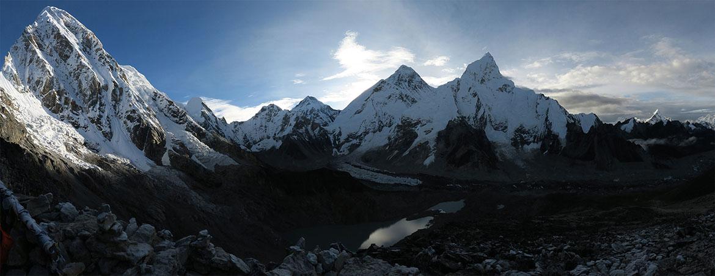 Vista del amanecer sobre el Everest desde el Kala Pattar