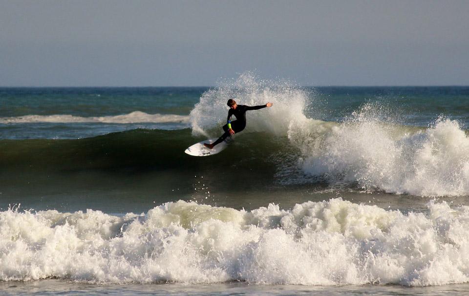 Cutback de un surfero en marruecos
