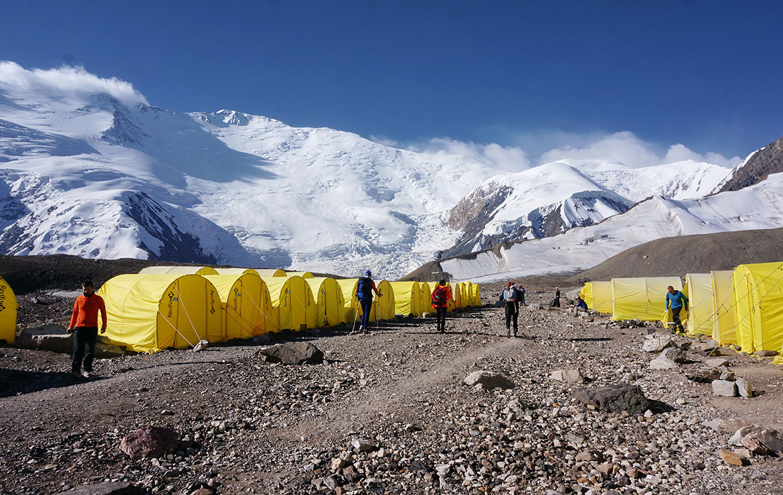 Campo base del pico Lenin en Kirguistán