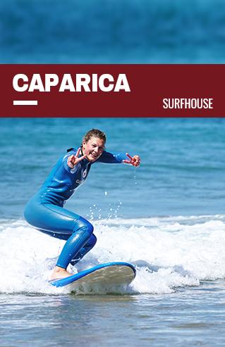 chica surfea en costa de Caparica acceso a la página del surfcamp de Caparica